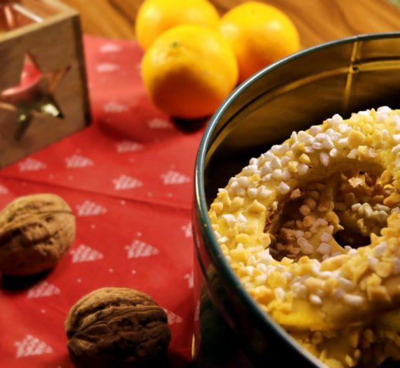 Kærlighedskranse: dänisches Gebäck für den Weihnachtsbaum (mit Rezept)