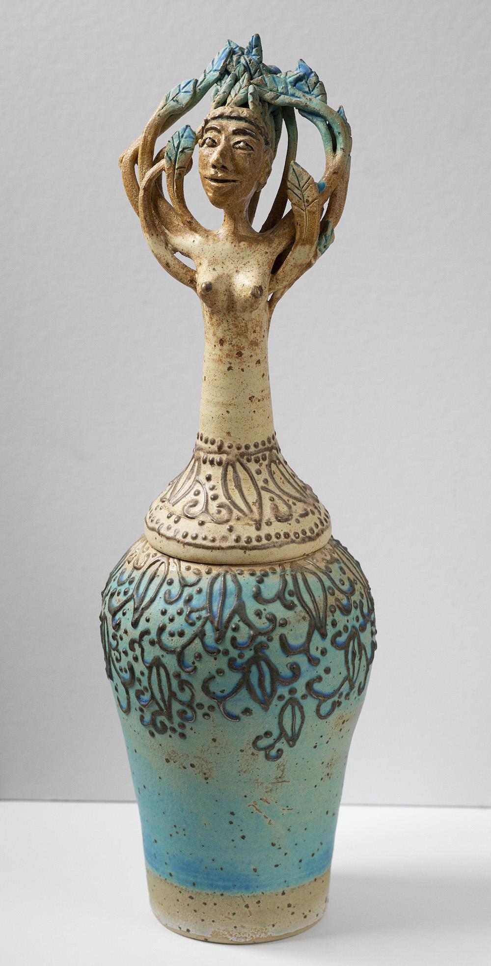 Cecilia Rosenlund Konsthantverk, urna med lock | Stengods, fylelera H48 x B15 x D15 cm 3 800 kr scillaform.se