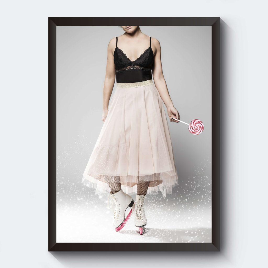 Poster fotokonst kvinna tyllkjol
