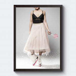 Poster med fotokonst. Kvinna i tyllkjol och skridskor.