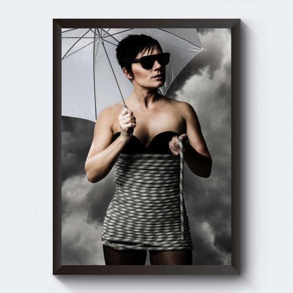 Kvinna med paraply poster