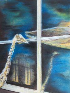Mischtechnik, Pastell, Kohle auf Papier, ein Straußgerippe steht vor einer Fensterscheibe und spiegelt sich darin, hinter der Scheibe ein Walschädel