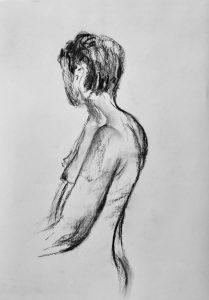 Kohlezeichnung eines weiblichen Aktes, Seitenansicht mit dem Gesicht abgewandt