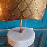 Lampe Hippocampe piétement marbre blanc hauteur: 50 cm largeur 25 cm