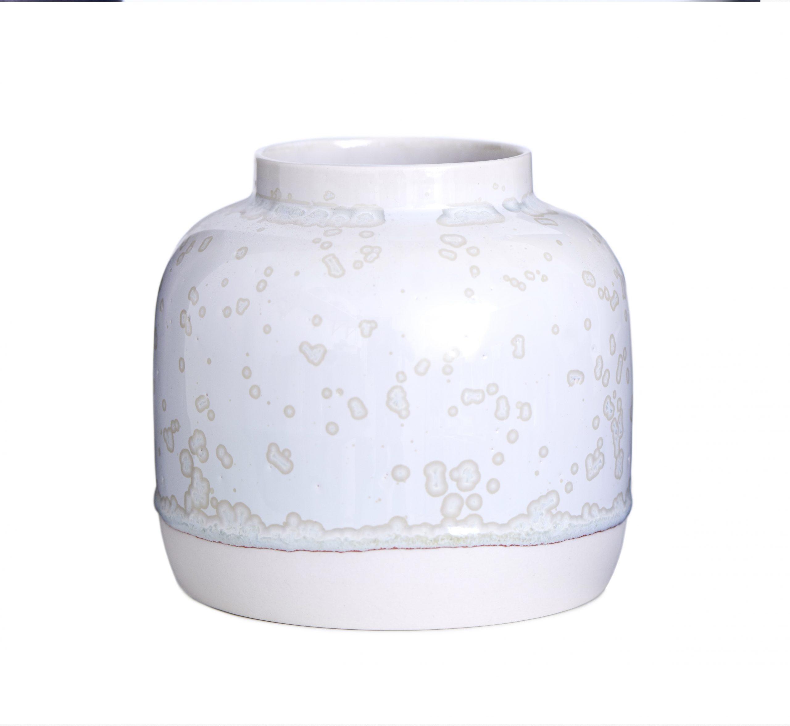 Vase Bred I Hvidt Ler Med Hvid Krystalglasur