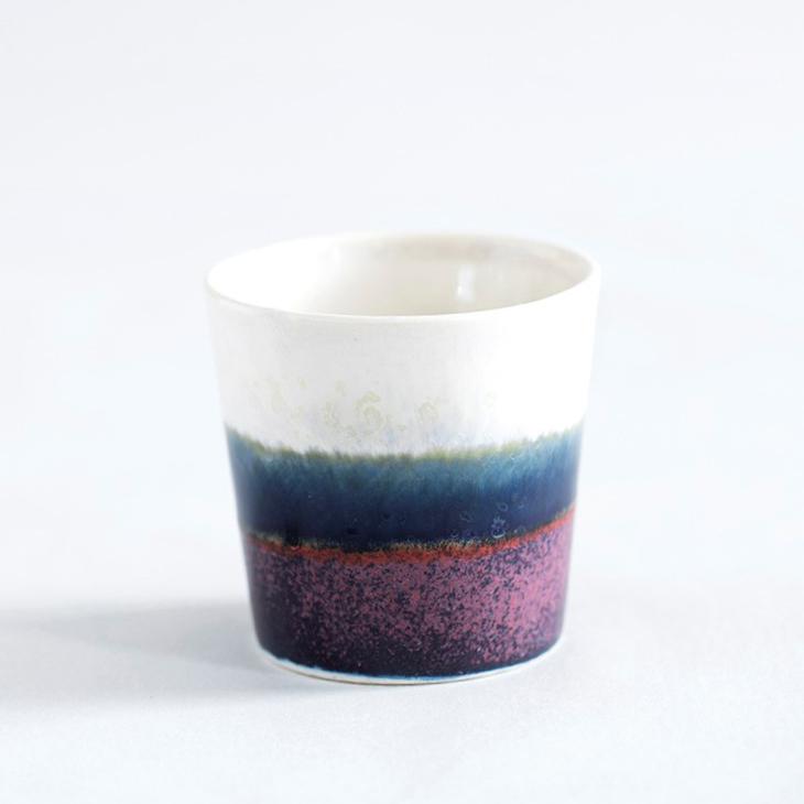 Espressokop I Hvidt Ler Med Blå Og Hvid Glasur