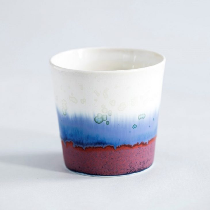 Kaffekop I Hvidt Ler Med Blå Glasur