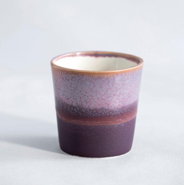 Kaffekop I Hvidt Ler Med Lilla Og Rosa Glasur