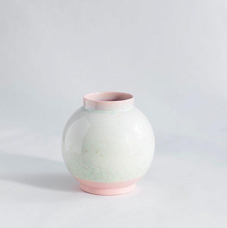 Vase Lille Rund I Rosa Ler Med Grøn Krystalglasur