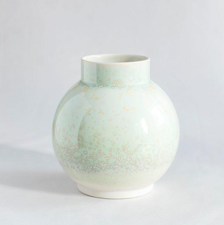Vase Stor Rund I Hvidt Ler Med Grøn Krystalglasur