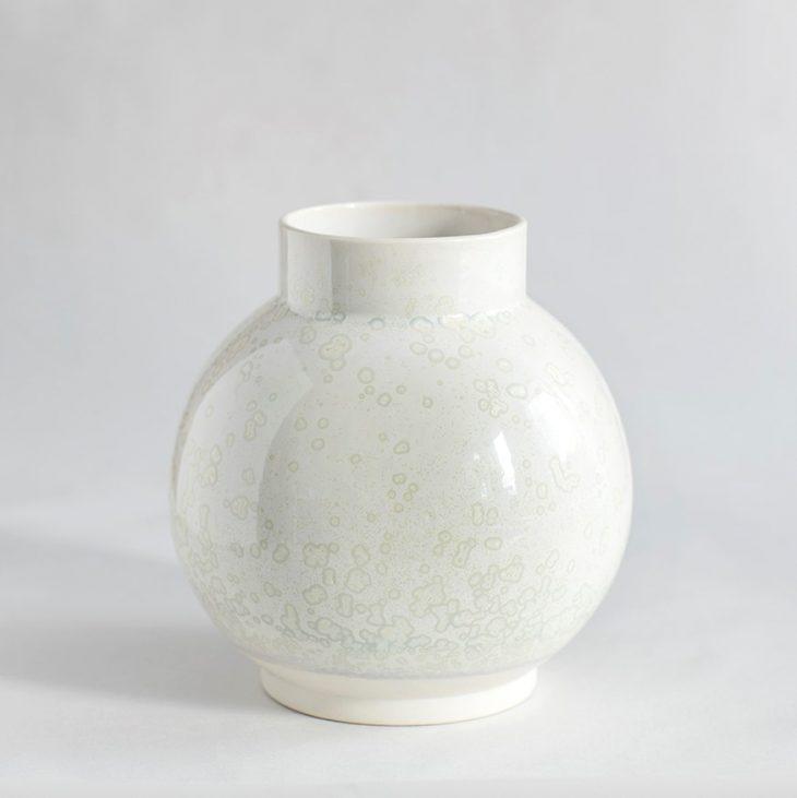 Vase Stor Rund I Hvidt Ler Med Hvid Krystalglasur