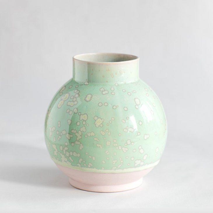 Vase Stor Rund I Rosa Ler Med Grøn Krystalglasur