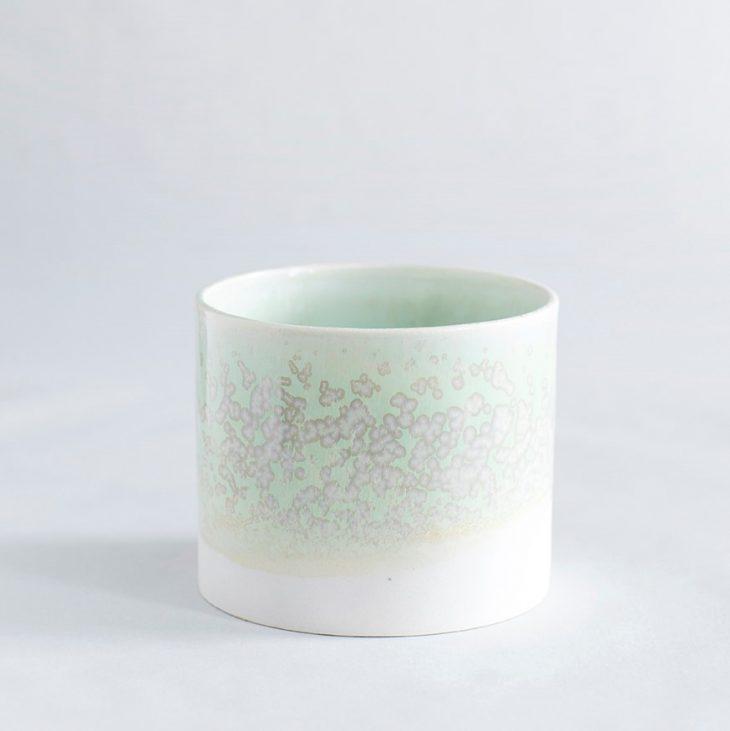 Urtepotte Mellem I Hvidt Ler Med Grøn Krystalglasur
