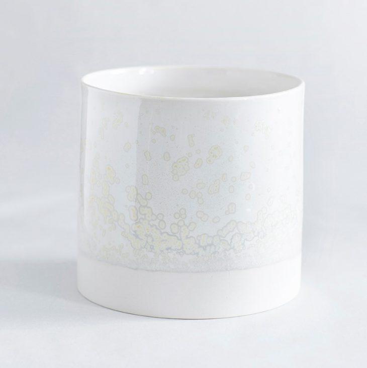 Urtepotte Mellem I Hvidt Ler Med Hvid Krystalglasur