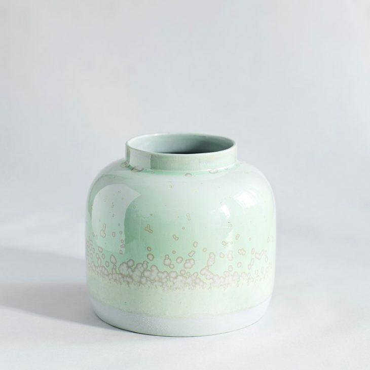 Vase Bred I Grønt Ler Med Grøn Krystalglasur