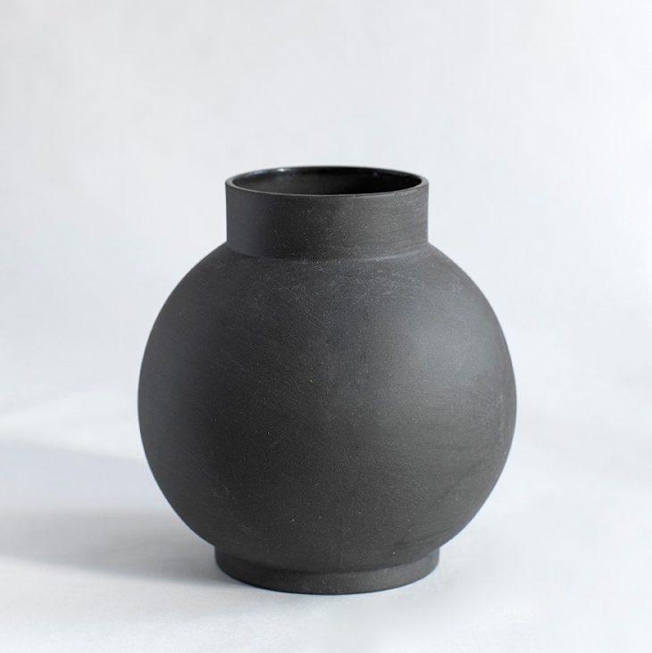 Stor Rund Vase I Mat Sort Ler