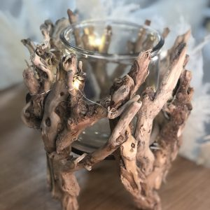 Bougeoir en bois avec lanternes