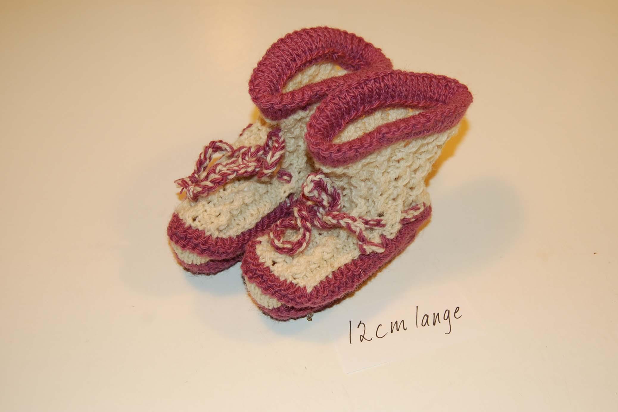 Små strikked babysko, utrolig populære som gave til nyfødte