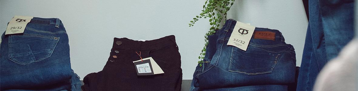 Jeans och kläder för henne