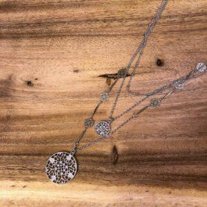 Halsband silver med små attribut