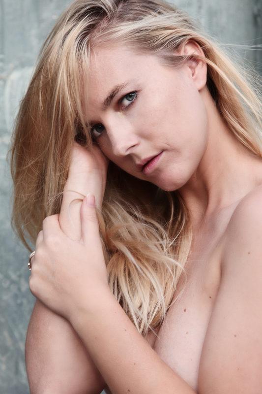 Blond kvinde boudoirfoto