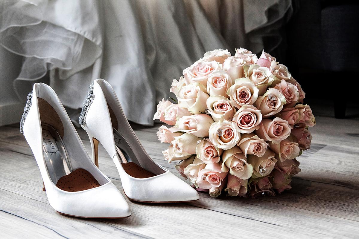Hvide stiletter til bryllup