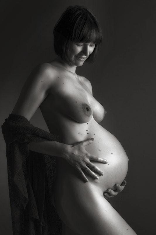 Nøgen gravid kvinde boudoir
