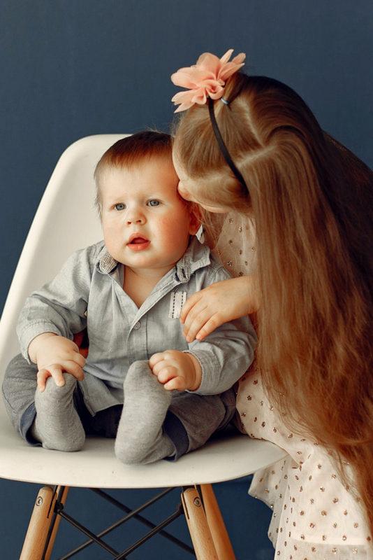 Søster og bror portrætbillede