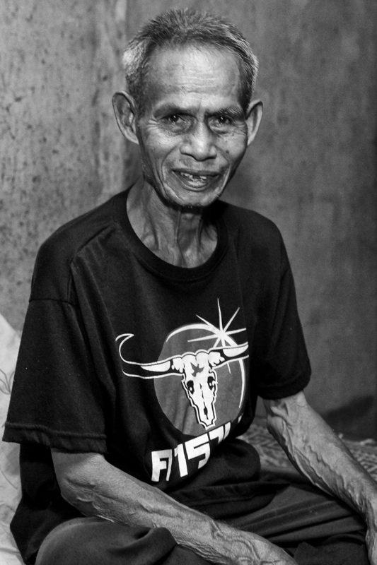 Thailandsk mand i sort hvid