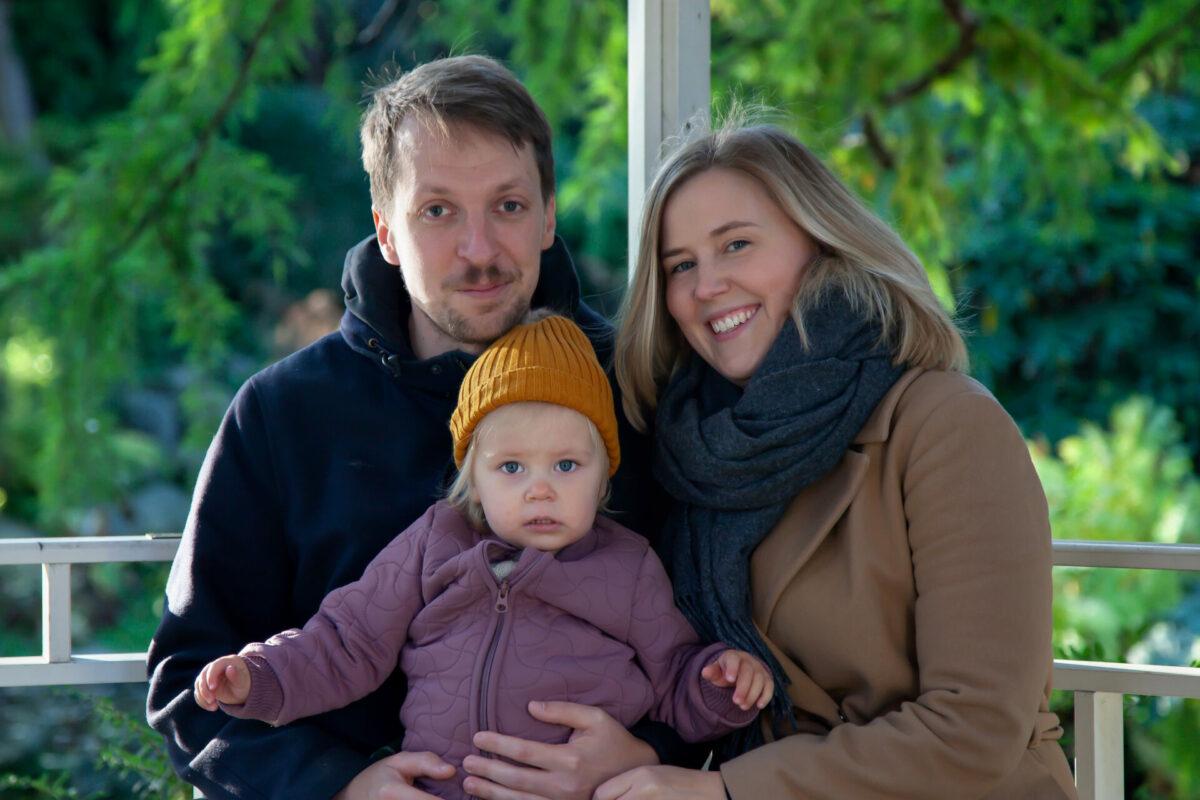 Børnefamilie med lille pige portræt