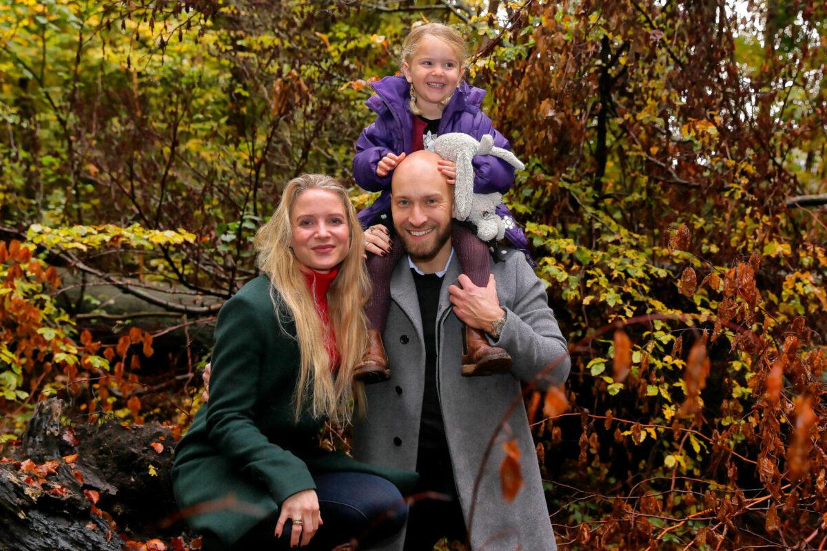 Famileportræt ude i skoven