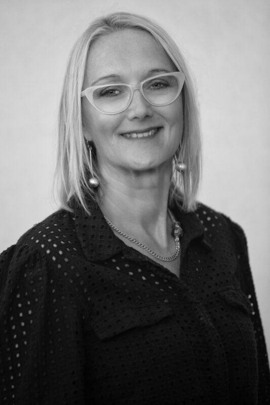 Billede af kvinde med briller til jobansøgning