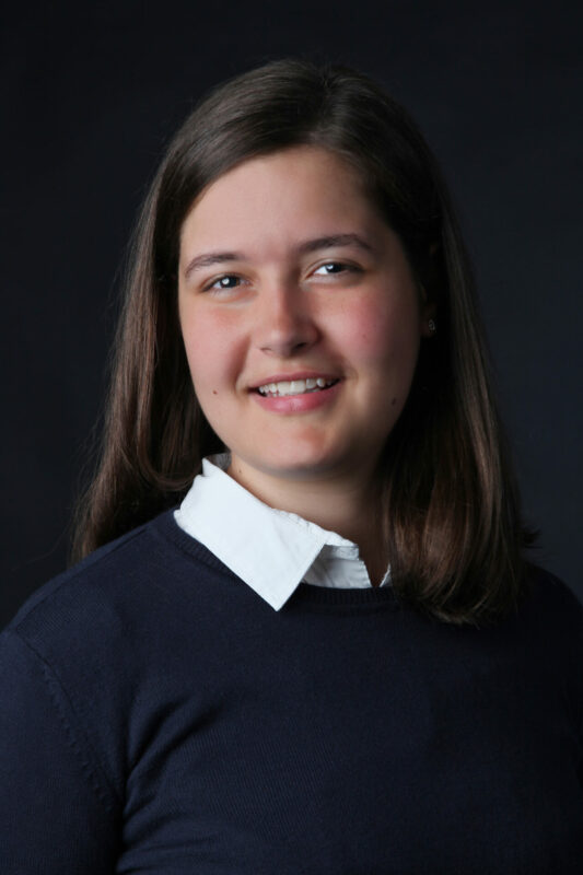 Portrætfoto af ung kvinde