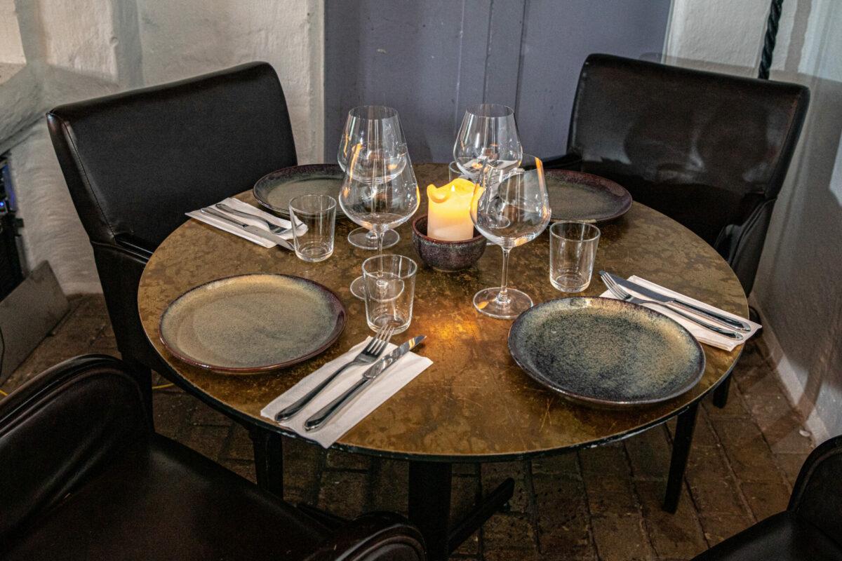 Dækket bord på restauranten gastro tapas