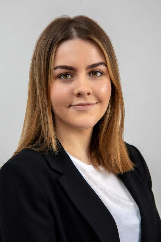 Kvindelig medarbejder portrætbillede til erhverv