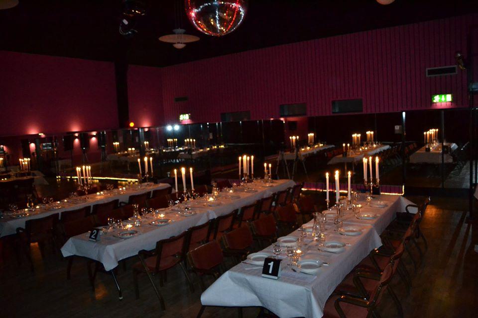 Festlokal med långbord LL dance studio