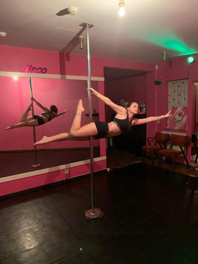 Petra Petersson är poledance läraren på LL dance Studio under höstterminen 2021.L dance studio