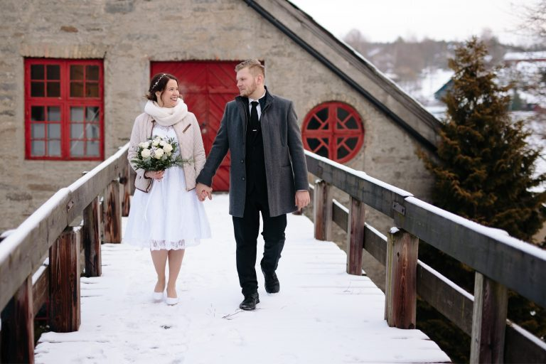 LundeFoto_A+A-winter,vinter,elopement,bryllup,wedding,norway,norsk,nordic,sparklers-3