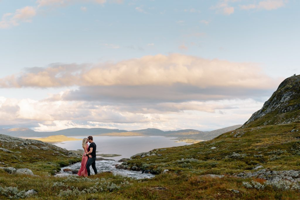 LUNDE FOTO_Valdres,Fjell,moutaintop,elopement,couple,shoot,norway,windy,norwegian,maountain-7
