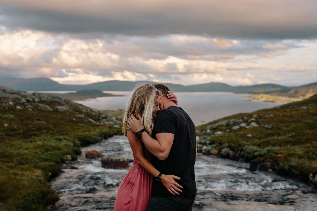 LUNDE FOTO_Valdres,Fjell,moutaintop,elopement,couple,shoot,norway,windy,norwegian,maountain-9