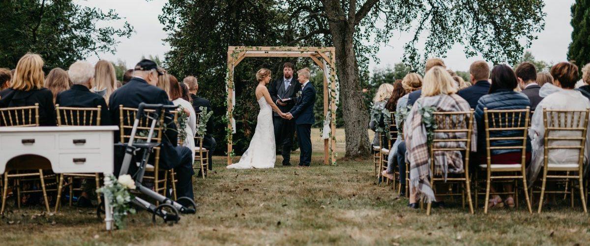 Marita+Susann,Carlberg-gård,moss,bryllup,hagebryllup,utendørs-sermoni,DIY,rustic,barn-wedding,rustikk,låvebryllup27