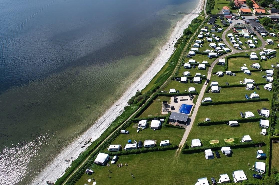 Thisted Camping ligger lige ved Limfjorden.