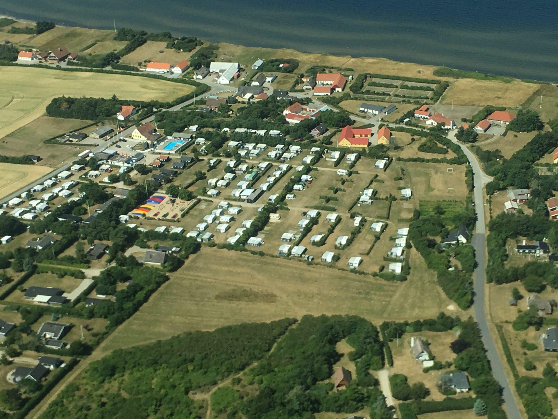 Ertebølle Strand Camping er en mulighed for overnatning ved Limfjorden.