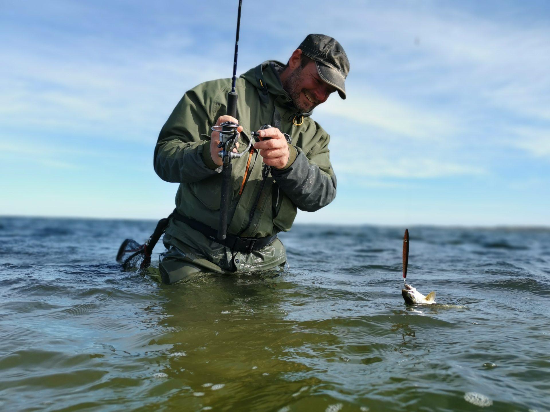 Her ses Jari P. ved vandet.