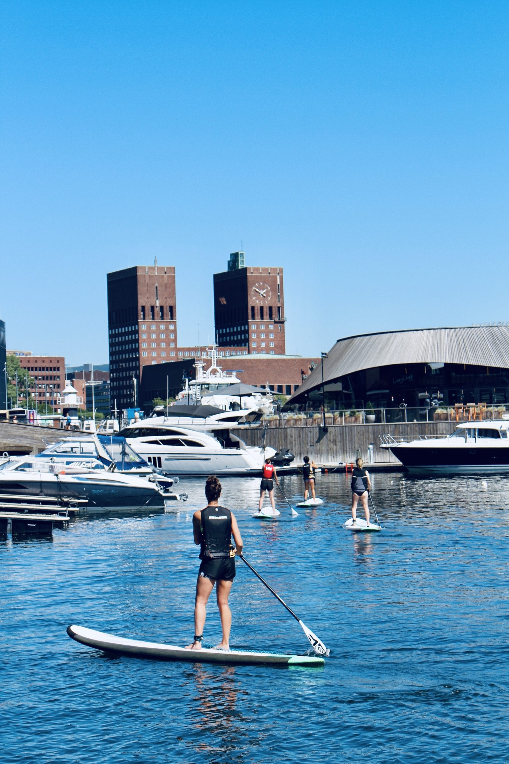 stand up paddling in Aker Brygge