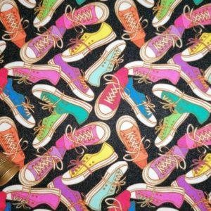 Telas Magomar Patch Fantasía Zapatos - Colección de estampado pensado para Mascarillas - Tela STRETCH - El STRETCH es un tejido de poliéster con un tacto suave-resistente-fácil de trabajar y de fácil limpieza-min (1)