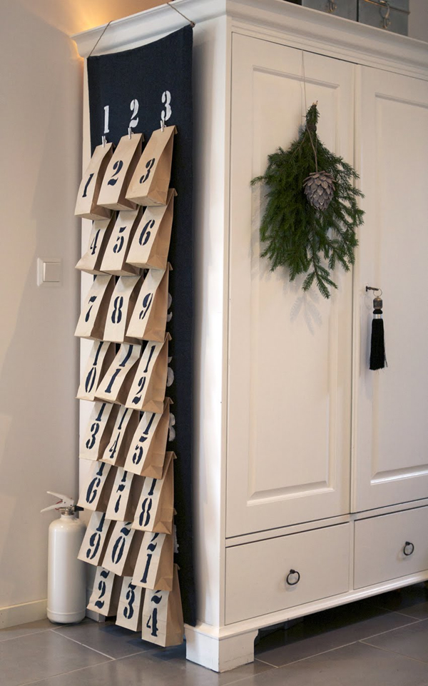 Christmas-Decorating-Ideas-for-Small-Spaces-11-1-Kindesign