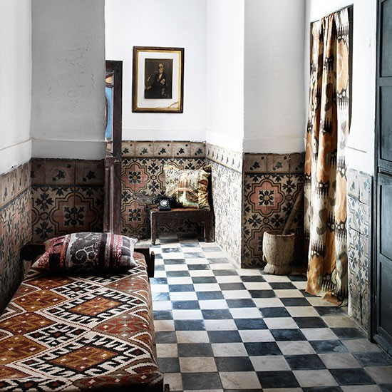 Hallway-with-black-and-white-tiles--Black-and-white-flooring-ideas--Housetohome.co.uk
