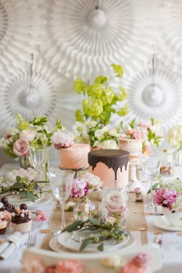Spring flower party. Photo by Marianne Taylor & flowers by Fairynuffflowers. Click through to see more.