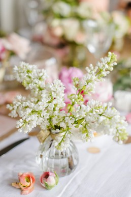 Spring flower photoshoot. Photo by Marianne Taylor & flowers by Fairynuffflowers. Click through to see more.